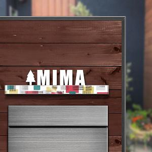 木目基調のお宅にオススメのモダンなデザインのアイアン・ステンレス表札を木目の壁にセットしたデザイン例